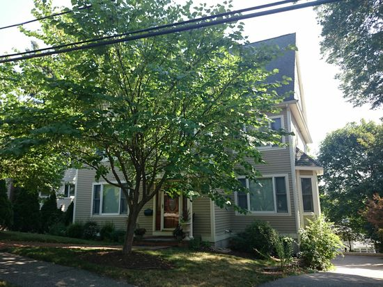 9 Goodnough Rd, Chestnut Hill, MA 02467