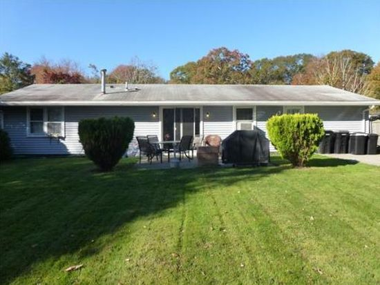 5 Mohawk Dr, Dartmouth, MA 02748