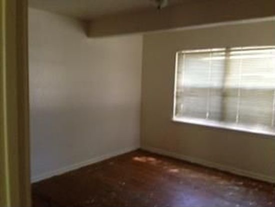 1715 Alhambra St, Dallas, TX 75217