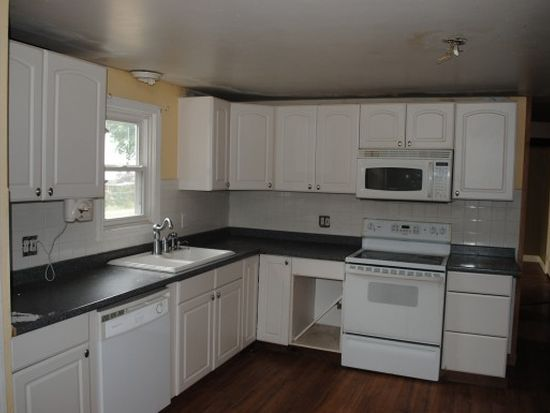 72 Maple St, Rochester, NH 03867