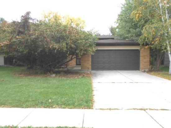 1932 Country Knoll Ln, Elgin, IL 60123