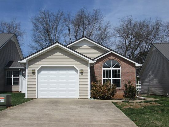 307 Deerwood Dr, Hopkinsville, KY 42240