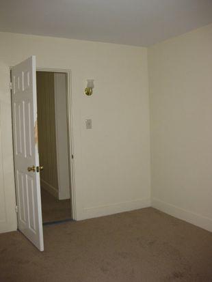 32 Nichols Ave, Newmarket, NH 03857