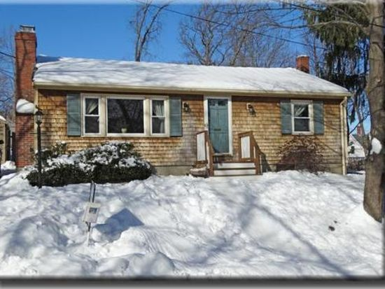 8 Woodlawn St, Amesbury, MA 01913