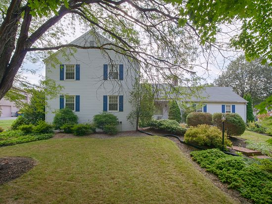 28 Junco Dr, Wyomissing, PA 19610