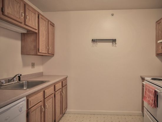 499 Silver St APT 207, Manchester, NH 03103