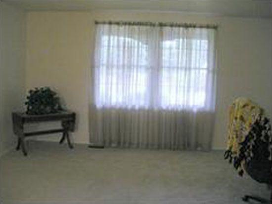 290 Finnin Rd, New Kensingtn, PA 15068