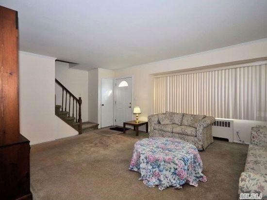 912 W Shelley Rd, North Bellmore, NY 11710