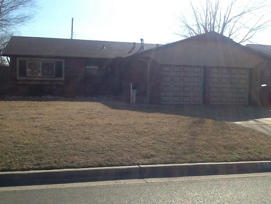 616 SW 11th St, Moore, OK 73160