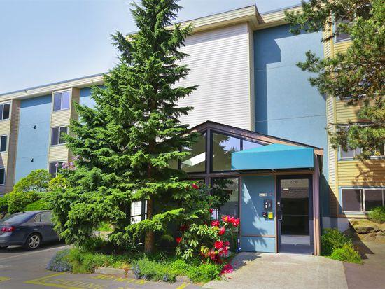 2210 NE 92nd St APT 301, Seattle, WA 98115