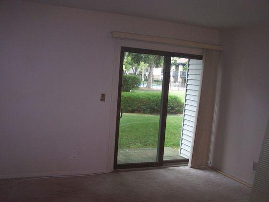 7421 Blackburn Ave APT 104, Downers Grove, IL 60516