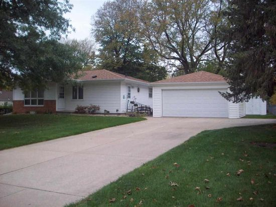 4011 Clearview Dr, Cedar Falls, IA 50613