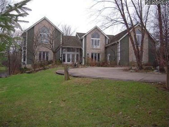 40 Stonewood Dr, Moreland Hills, OH 44022