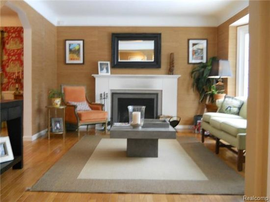 1516 Hollywood Ave, Grosse Pointe Woods, MI 48236
