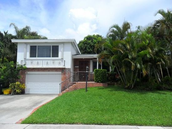 1235 NE 4th Ct, Boca Raton, FL 33432