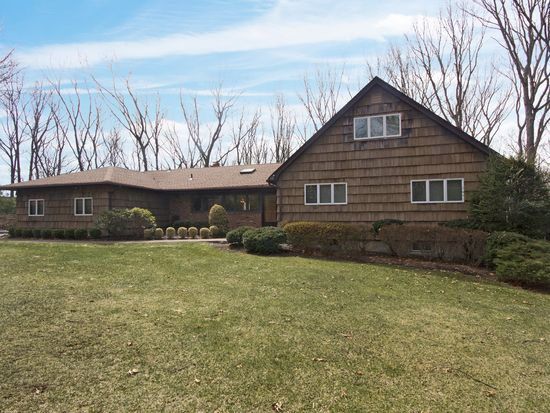 34 Cottontail Rd, Melville, NY 11747
