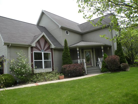 330 Tanager Dr, Woodstock, IL 60098
