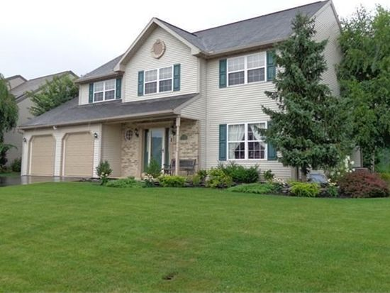 30 Brookfield Dr, Fleetwood, PA 19522