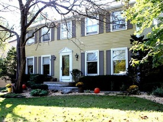 351 Woodland Hills Rd, Batavia, IL 60510