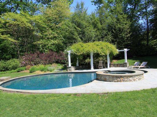 306 Smith Ridge Rd, New Canaan, CT 06840