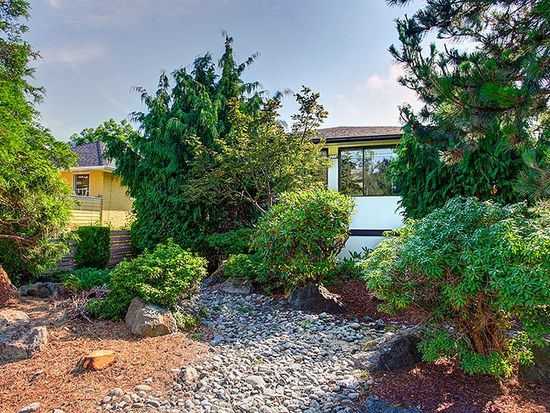 8214 Ashworth Ave N, Seattle, WA 98103