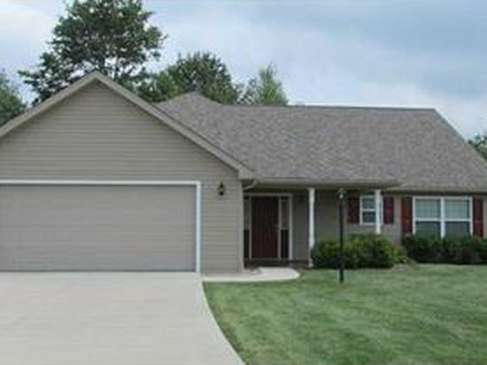 156 Golf Club Ln, Grove City, PA 16127