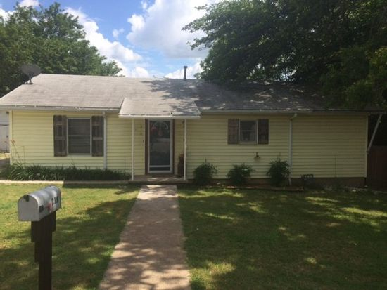 218 E 3rd St, Weatherford, TX 76086
