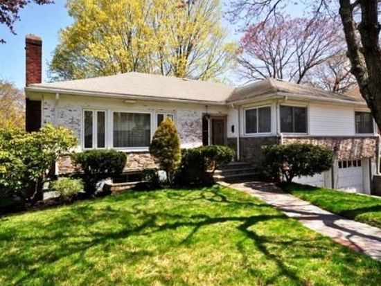 106 Woodcliff Rd, Chestnut Hill, MA 02467
