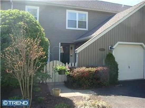 1553 Willow Pond Dr, Yardley, PA 19067