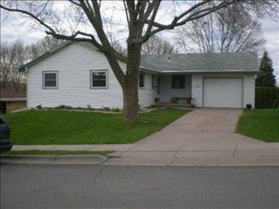3085 Westmore Dr, Dubuque, IA 52001