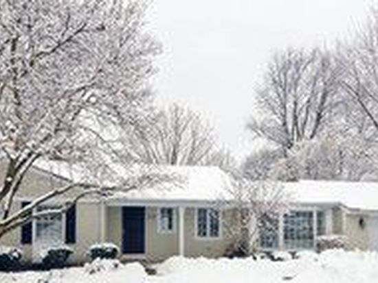 214 Biltmore Dr, North Barrington, IL 60010