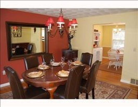 55 Polo Dr, Saunderstown, RI 02874