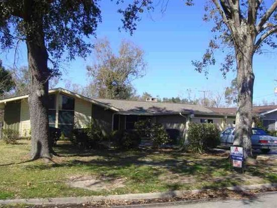 5035 Woodlawn Dr, Groves, TX 77619