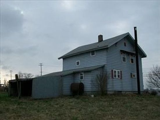 5904 Center Rd, Conneaut, OH 44030