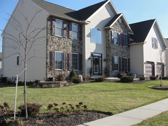10 Brentwood Dr, Sinking Spring, PA 19608