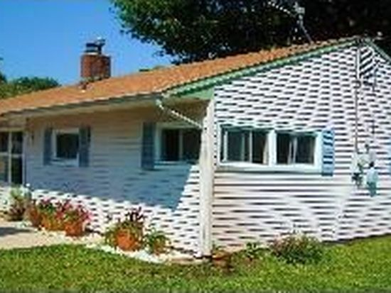 85 Crabtree Dr, Levittown, PA 19055