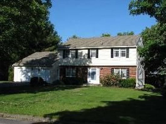 99 Mountainview Dr, Pittsfield, MA 01201