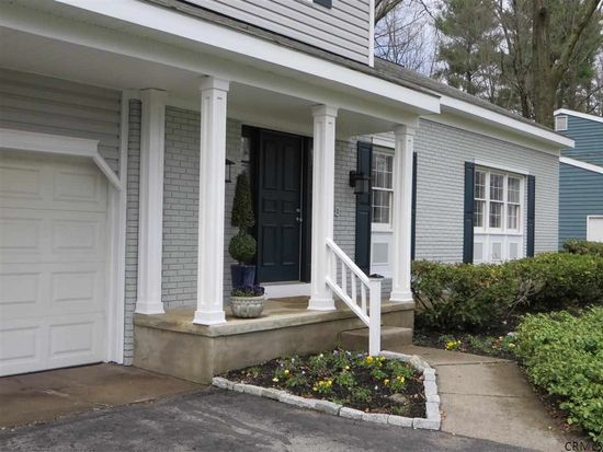 29 Lakewood Dr, Saratoga Springs, NY 12866