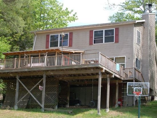 65 Overlook Ter W, Corinth, NY 12822