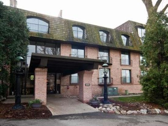 600 W Russell St APT 104, Barrington, IL 60010