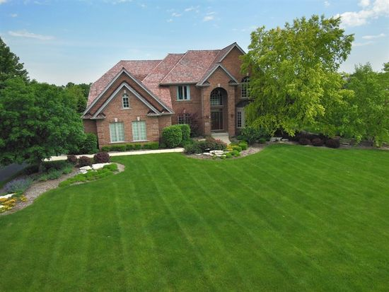 36W700 Whispering Trl, St Charles, IL 60175