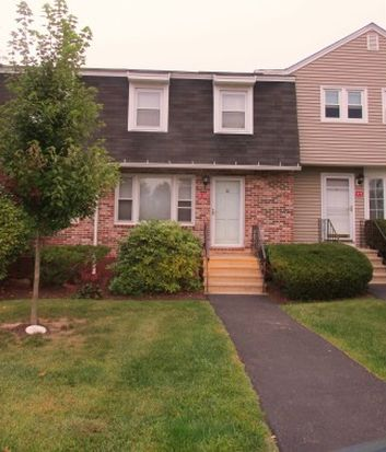 4 Snowberry Ln APT 10, Goffstown, NH 03045