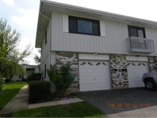 140 Brewster Ct APT A, Bloomingdale, IL 60108