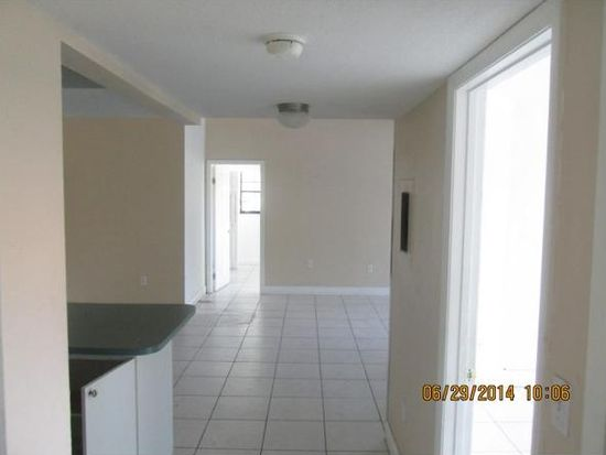 827 NE 199th St APT 208, Miami, FL 33179
