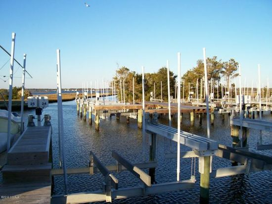 245 Bayview Dr, Harkers Island, NC 28531