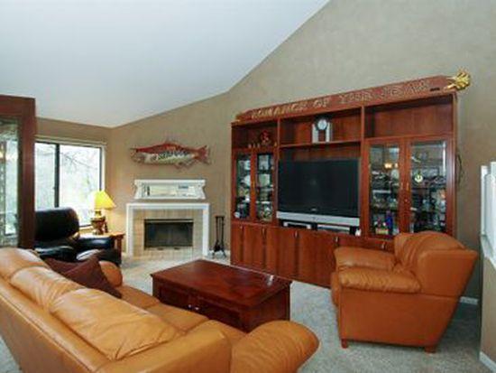 934 Shoreline Rd, Lake Barrington, IL 60010