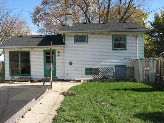 818 Parkside Ave, West Chicago, IL 60185