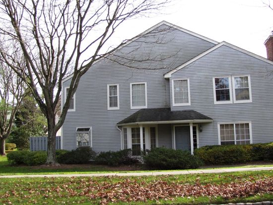 25 Colebrook Ct, Princeton, NJ 08540
