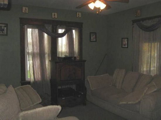 1111 Bond St, Farrell, PA 16121