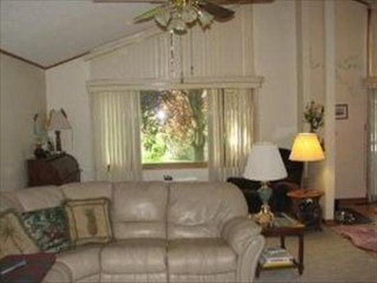213 Crystal Lake Rd, Lake In The Hills, IL 60156